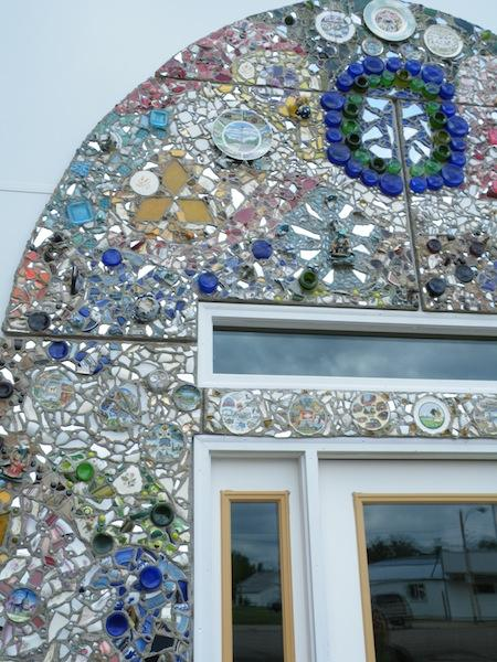 Mosaic arch with travel plates.